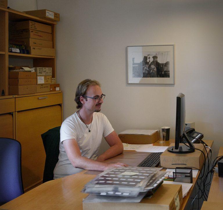 Photo archivist Stig Rasmussen at work in the photo archive at the Arktisk Institut.